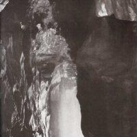 Dentro de una caverna