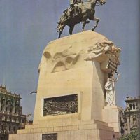 A statue for a liberator